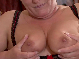 Fat mature chick distracts him from pornography with her big assets