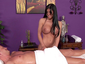 Big tits Rebeca Linares gives a rubdown and a blowage
