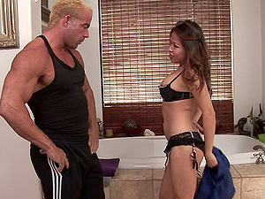 Bodybuilder visits an Asian masseuse to receive a handjob