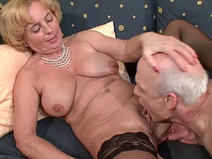 Mature tramps having group hookup in a therapy session
