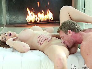 Horny lady tempts the repairman and gargles his hard dick