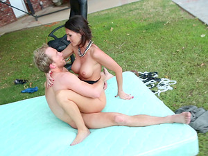 Sexy biz lady in pantyhose gets fucked in the garden
