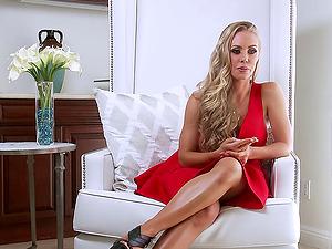 Enthralling pornographic star princess Nicole Aniston takes big jizz-shotgun