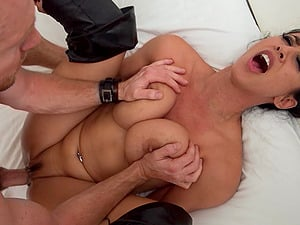 Dark haired bitch in leather boots gets fucked xxx