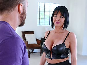 Mom with big tits gets banged by a stud and cums like crazy