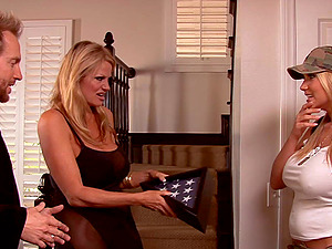 Gorgeous pair of blondes give the lucky give their sweet vulvas