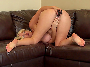 Flamboyant blonde honey and her large hitachi in the solo activity
