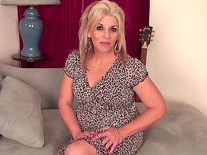 Canadian hot housewife fooling around as she screw her cunt with a fucktoy dick
