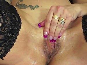 Spanish kinky mature mom frigging herself then inserts her cave a massive fuck stick