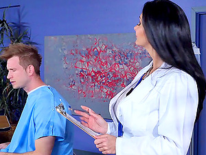 Sexy female physician uses her twat to make her patient perceive finer