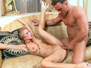 Cootchie Clean-shaved Blonde Mummy Julia Taylor Hard Couch Fucked