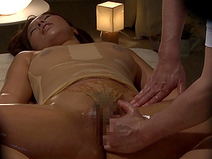 Bootylicious Asian damsel receiving the best rubdown treatment ever!