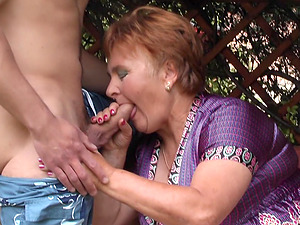 Lawn stud munches out her hairy mature vagina and fucks her