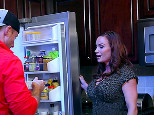 Muscular bald fellow gives the buxom stunner a good ramming in the kitchen