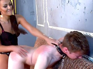 Eva Smolina likes to penetrate her gimp's asshole with a strap on dildo