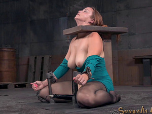 Gorgeous sweetheart with big naturals Bella Rossi gargles on big poles