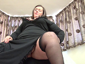 Mature BBW strips down and elations her orgasmic beaver