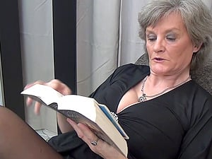 Birgitta gets bored of reading and determines to have fun with the vulva