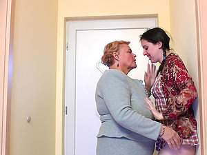 Two kinky wenches get to pleasure their delicious twats