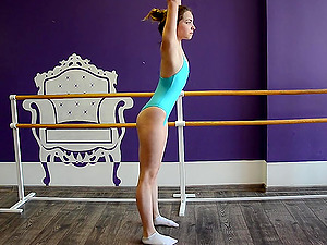 Sexy Russian ballerina exposes her flawless pair of butt cheeks to camera