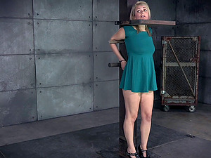 Gorgesou stunner's face opened up during an amazing Domination & submission session