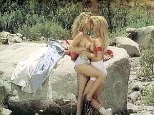 Curvy damsel lovin? snatch munching in retro forest group hump