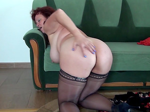 Chubby mature lady fullfills her own sexual needs with her frigs