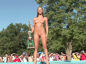 Naked fucksluts displaying off their sexy suntanned skinny bods