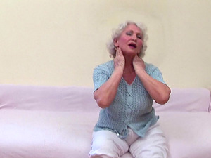 Ancient Marilyn Monroe-haired stunner gets naked and starts playing