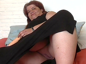 Fat woman Margreet spreads her gams for a man's knuckle