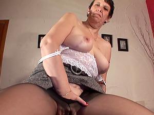 Horny mature honey Leni penetrating her dribbling twat with fucktoys