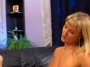 Lilla and Nikki Montana threesome hot practice