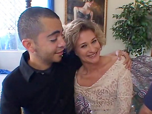 Mature bitch demonstrating us what a good fuck is cuckolding her man