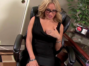 Voracious dick-eater Claudia Valentine is on her knees again