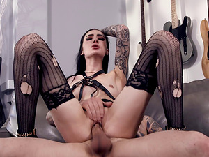 Marley Brinx knows how to make her paramour's dick stiff
