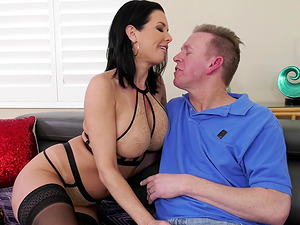 Veronica Avluv is a skillful brunette who likes to fuck well