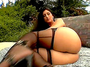Fabulous outdoor cunt training with Charlie Macc and Luscious Lopez