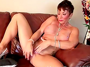 Mature woman gets frisky with her pulsating vagina
