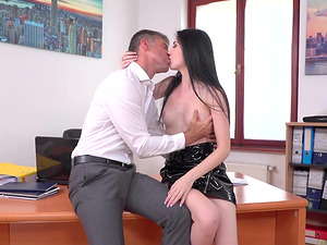 Mia Evans takes off her skirt for a fortunate fellow's cock