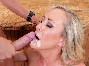 Babe with big tits Brandi Love grabs a dick and starts sucking it