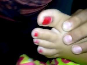 Chupando los ricos pies de melissa. Foot fetish.