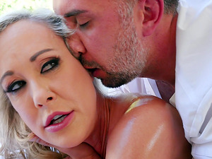 Mature Brandi Love knows how to seduce a horny lover