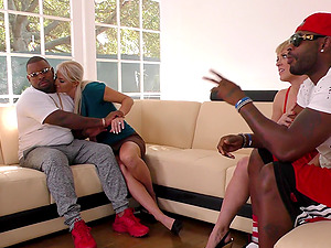 Dee Williams and London River bounce on BBCs in front a cuckold