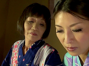Japanese mature woman craves a hot babe's cunt