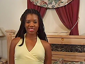 Sydnee Capri is a really cute black girl with shiny lip gloss.