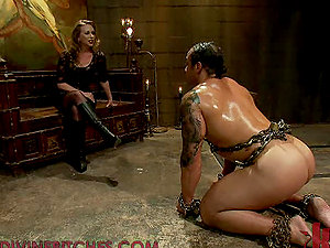 Hot Mistress Will Get Her Boots Munched