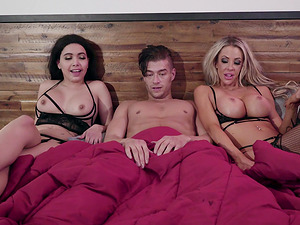 Steamy threesome with hotties Courtney Taylor and Aaliyah Hadid