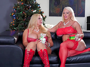 Wonderful Christmas threesome with Alura Jenson and another bomb