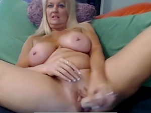 Women Playing With Her Dildo And Dirty Talk