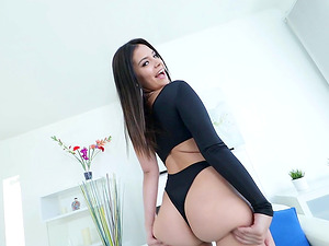 Violet Starr has a bum to die for and she is taking a mean prick